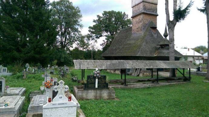 biserica din stejar din Coruia Maramures (12)