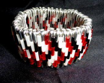 Articles similaires à Bracelet épingle de sûreté - vert émeraude sur Etsy