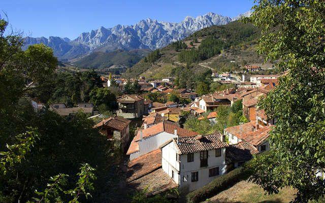 Picos De Europa Desde Potes Imagen De Asturgeografic Picos De Europa Villa España
