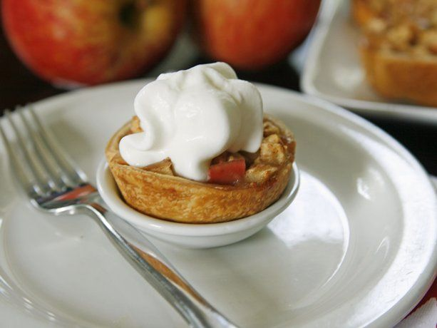 Mini Apple Pies-- such a great idea... would be perfect for pumpkin pies at Thanksgiving!