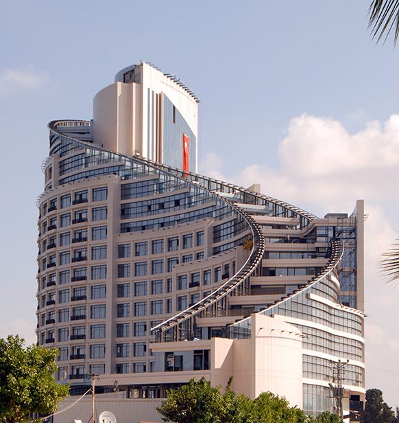 Sheraton Adana Hotel is an iconic building, located on the banks of Seyhan River.