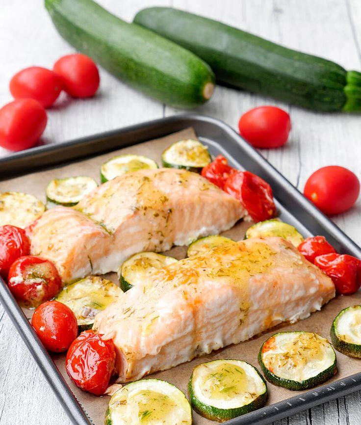 Ofenlachs mit Tomaten, Zucchini und Honig-Senf-Dressing – Luzia Feyrer