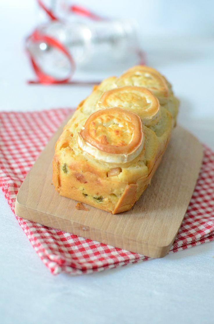 """750g vous propose la recette """"Cake aux asperges, dés de poulet et chèvre"""" notée 4.1/5 par 36 votants."""