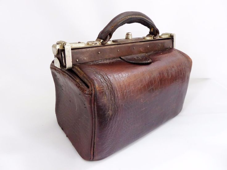 Great display item. Opens and closes well. Fair condition for age- please see pics. A smaller sized Gladstone with crocodile embossing. 27 cm x 15 cm x 19 cm high. Please check out my other listings for more genuine leather bags.
