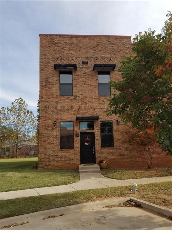 Modern Style Townhome #Norman #Oklahoma #Oklahomaliving #SpotOnOK