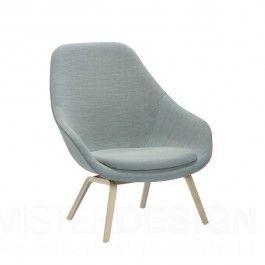 HAY Fauteuil About a Lounge Chair is een variatie op de About a Chair stoelen ontworpen door Hee Welling. Het idee achter de About a Lounge Chair was het ontwerpen van een opvallend eenvoudige stoel. Het doel was om vorm, functionaliteit, comfort, perfectie en pracht combineren. En dat is gelukt!     About a Lounge Chair is door zijn eenvoudige maar tegelijkertijd luxueuze uitstraling perfect voor zowel particuliere als zakelijke ruimtes.    About a Lounge Chair High AAL93 heeft een zitting…