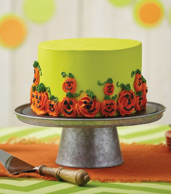 Halloween Cake Decorating Pictures : Best 25+ Halloween cake decorations ideas on Pinterest ...