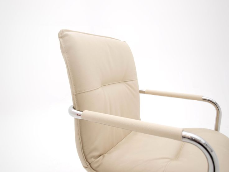 € 67,90 #SCONTO 60% #elegante #poltroncina modello 3033 con braccioli e base cantilever in metallo, imbottita e rivestita in #pelle, molto #confortevole. Ultimi pezzi, #offerta fine serie. Comprala online su www.chairsoutlet.com