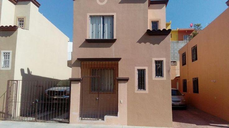 #CasaEnVentaTijuana en Jardines de la Misión, #zonaSur. El fraccionamiento cuenta con control de acceso y la privada tiene rejas eléctricas. La casa cuenta con 4 recámaras, un baño completo, un medio baño y estacionamiento para 2 carros. Precio: $1,280,000 en #venta #zuKsa #Tijuana #BienesRaíces #EnBuenasManos #VentaTijuana  http://www.zuksa.net/property/EB-AB8265-casa-en-mexico-tijuana-baja-california-jardines-de-la-mision