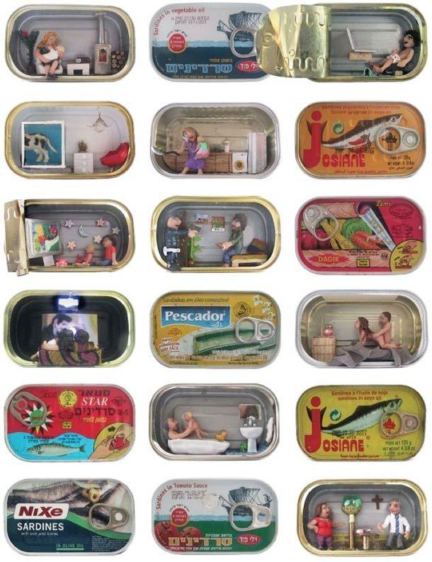 Tranches de vie miniatures dans des boîtes de sardines
