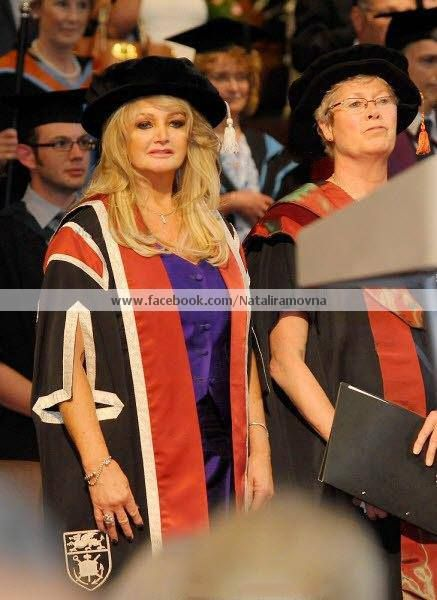 Bonnie Tyler #bonnietyler  #thequeenbonnietyler #therockingqueen #rockingqueen #2013 #wales #swansea #swanseauniversity #honorarydegree #music #rock
