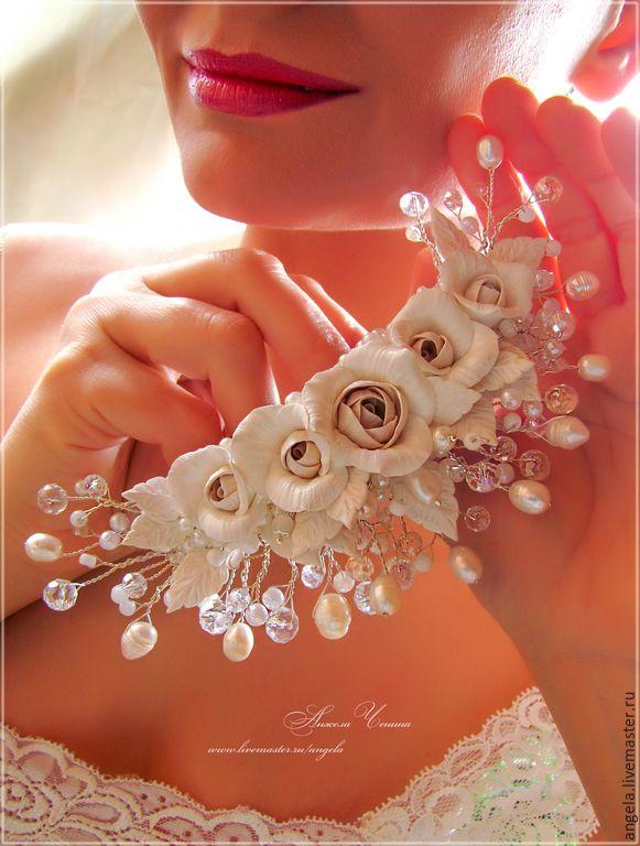 Купить или заказать Заколка для свадебной прически в интернет-магазине на Ярмарке Мастеров. Это украшение для свадебной прически закреплено на крупной заколке-автомате. Конечно, аналог можно сделать и на основе гребня, и на основе ободка для волос - в любых вариантах. Розы и листья вылеплены вручную из полимерной глины FIMO, их сердцевидки тонированы бежевым цветом. Веточки сделаны из ювелирной посеребренной проволоки, основание украшения покрыто плотной вышивкой из перламутровых бусинок…