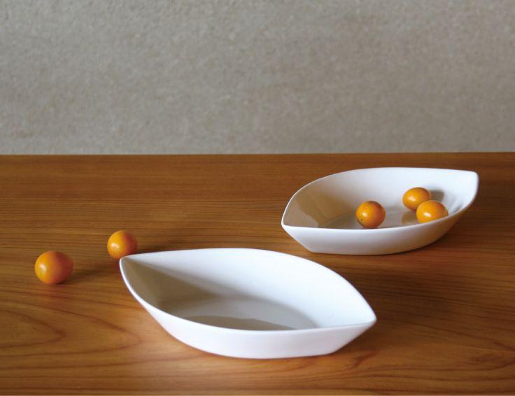 Figgio フィッギオ   Front   ポートフォーム M 葉っぱの形がきれいな白いお皿 MONOGOCOTI