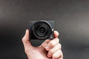 Câmera de bolso que filma em 4K, tira fotos em alta resolução e permite trocar lentes chega ao Brasil em dezembro