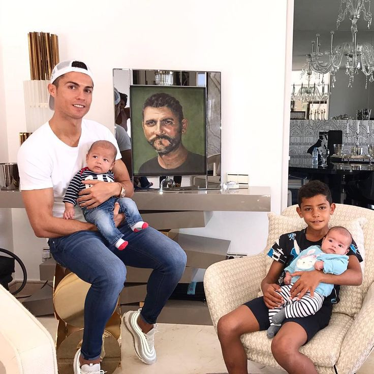 Cristiano Ronaldos Emotional Tribute To His Father Congratulations Granddad