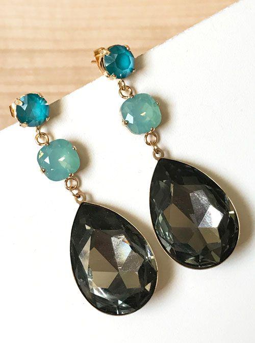 f8346bcbe84f Pendientes triples de cristal Swarovski en tonos gris y azul ...