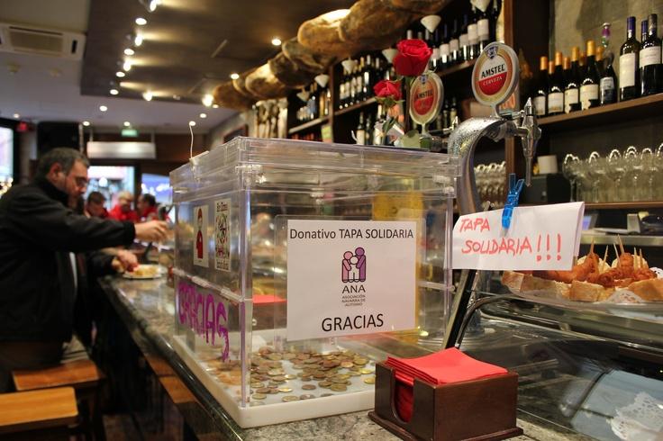 Qué chistorras tan ricas hacen en el #AdoquíndelaEstafeta #Pamplona por la #TapaSolidaria