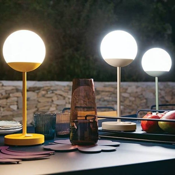 Maak Het Gezellig Met Deze Fermob Led Lampen Voor Binnen En Buiten Draadloze Lampen Met Een Brandduur Van 8u Inclusie Fermob Dining Room Ceiling Lights Lamp