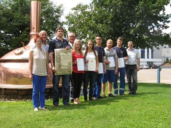 Wieder herausragende Ausbildungsabschlüsse bei der Oettinger Brauerei