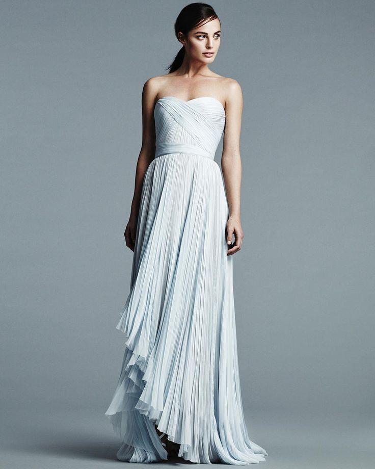 J. Mendel #Spring 2017 #Wedding #Dress #Collection  Они современные сексуальные и утонченные  вот за что мы любим #платья этого семейного бренда. В весенней коллекции 2017 года мы снова видим чистые линии и льстящие фигуре облегающие #силуэт'ы а главную особенность новой коллекции  два восхитительных платья цвета baby #blue одно из которых  на фото. Посмотрите всю коллекцию vk.com/brideandstyle #bridemagru #невеста #мода #стиль #модель #платье #свадьба #скоросвадьба #свадебноеплатье #wedding…