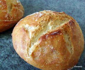 La meilleure recette de Petits pains rapides sans pétrissage! L'essayer, c'est l'adopter! 4.8/5 (19 votes), 53 Commentaires. Ingrédients: 200 gr de farine 160 ml d'eau tiède 1/2 cc de levure sèche de boulangerie 1/2 cc de sel 1/2 cc de sucre