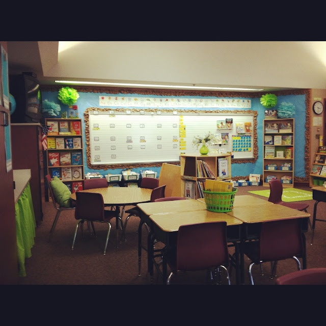 "Mrs. Tabb @ First Grade Awesomeness: How I Decorated my Classroom For Under 25 Bucks!  ...includes how to for ""scrunch border"" and those fabulous paper poms hanging in the corners by the board"