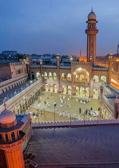 Arial view of Sunehri Masjid, Peshawar. #beautifulpakistan #ShieldPak