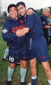 """Diego con la casaca de la Seleccion de Cuba.. 2000. aqui con """"el Potro"""" Rodrigo"""