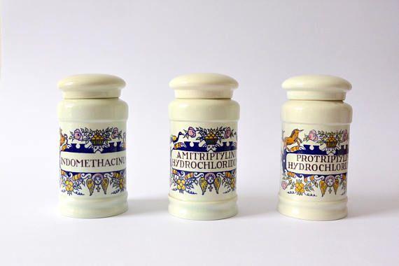 Zeldzame Vintage Goedewaagen apotheker potten voor MSD 1962   Porselein apotheker decoratie   Latijn label