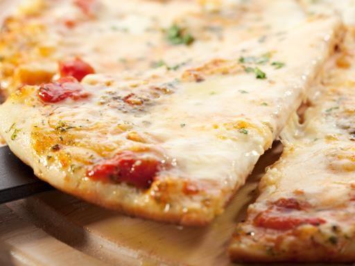 roquefort, poivre, oeuf, crême fraîche, pâte feuilletée, beurre, tomate cerise, sel