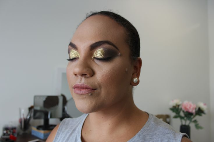 Side profile gold and black eyeshadow