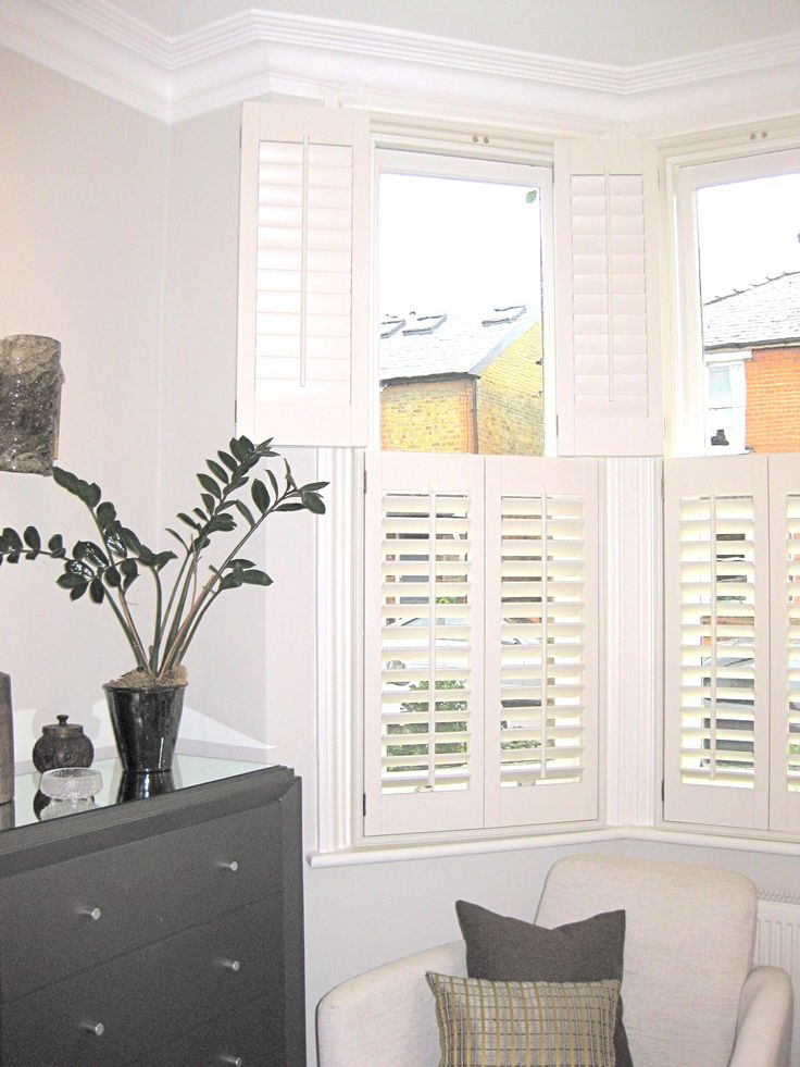 Love The Tiered Shutters In The Bay Window And Soft Grey Walls Colonial Charm Pinterest
