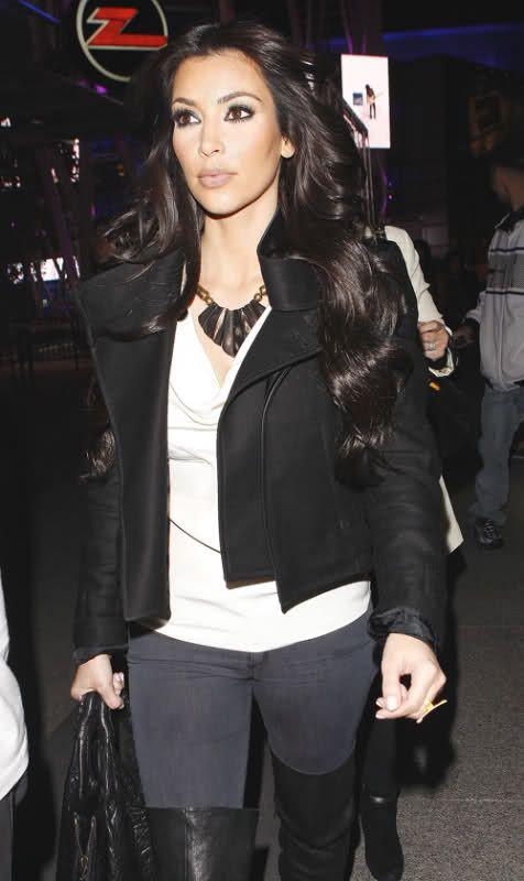 http://forum.purseblog.com/celebrity-news-and-gossip/kim-kardashian-thread-475924-307.html