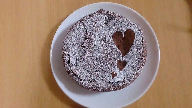 バレンタインにホールケーキ!!作り手も盛り上がる!バレンタインチョコレートケーキレシピ♪ - ライブドアニュース
