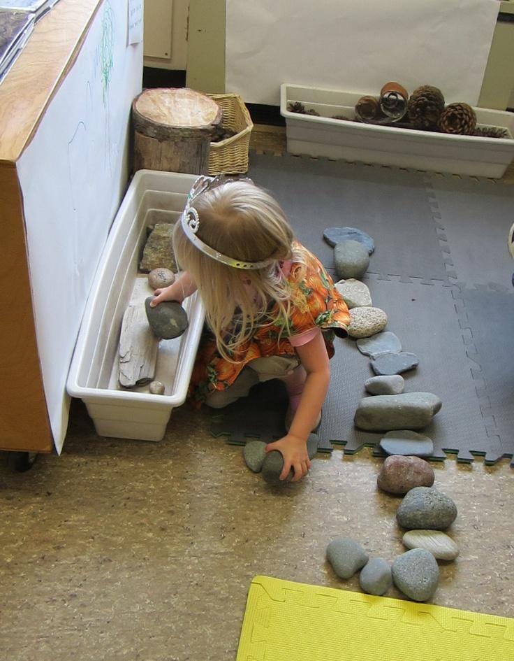 """Zet een mooie stenenverzameling in de bouwhoek en kijk wat er gebeurt>I love this image from StrongStart - material from nature used to explore, discover & create ("""",)"""