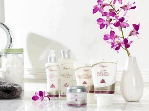 A Sonya bőrápoló készlet összetevői együttműködnek, hogy bőröd friss és ragyogó maradjon. A készlet a tisztítás, hidratálás öt alaplépésének nélkülözhetetlen eszközeit tartalmazza. Egyedülálló élményt nyújtva hidratálják és táplálják bőröd. Kényeztesd a bőröd a luxussal, amit megérdemel! http://360000339313.fbo.foreverliving.com/page/products/all-products/5-skin-care/282/hun/hu Segítsünk? gaboka@flp.com Vedd meg: https://www.flpshop.hu/customers/recommend/load?id=ZmxwXzQ3MjAx