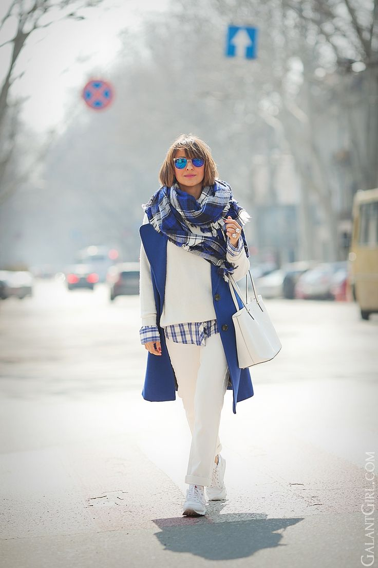 blue sleeveless coat outfit on GalantGirl.com