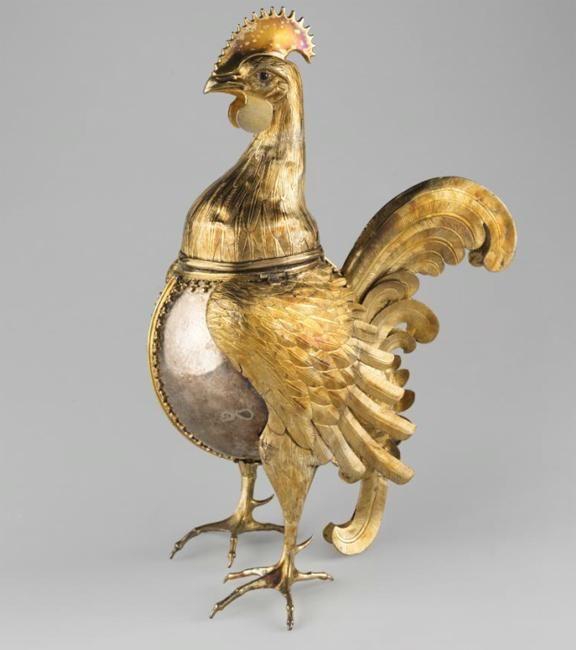 Серебряный кубок-петух. Cделан в Германии в Нюрнберге в конце XV века. Он принадлежал Ивану III и попал к нему в качестве посольских даров.