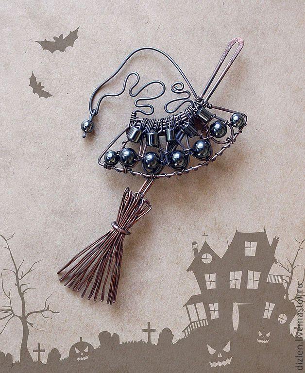 """Купить Брошка """"Набор начинающей ведьмы"""" - черный, хеллоуин, хелоуин, метла, шляпа, ведьма, медь"""