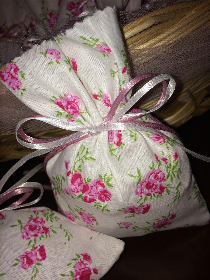 Favors fabric pouches with floral fabric  - Μπομπονιέριες πουγκιά με φλοράλ ύφασμα  #favorchristening #pouchfavor #handmadefavor #christening #mpomponieres #almanogr #μπομπονιερες #βάφτιση
