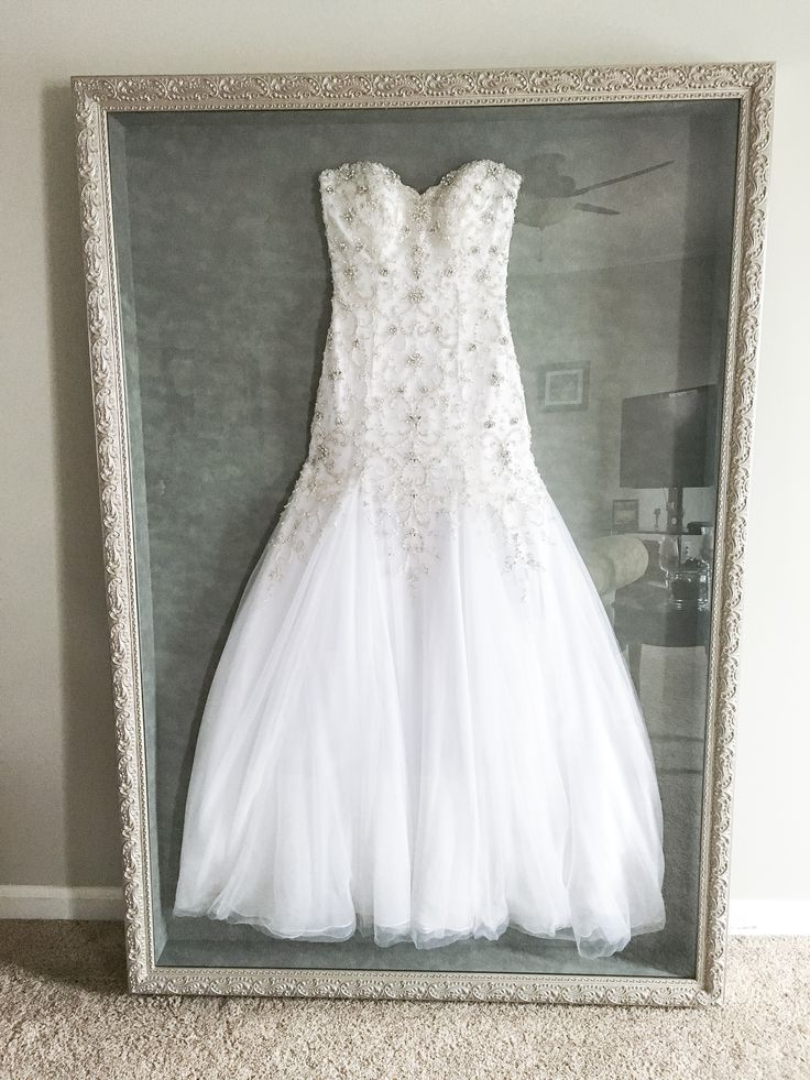 Anstatt Mein Brautkleid In Eine Kiste Zu Stecken Die Auf Dem Dachboden Versteckt Ist Diy Hochzeit Ideen Wedding Dress Shadow Box Wedding Dress Storage Wedding Dress Frame
