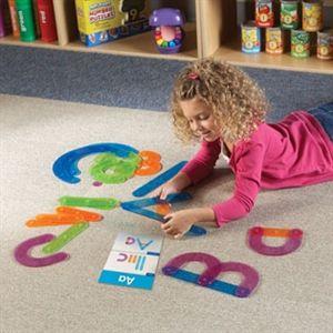 Bokstavskonstruktion - Inspirera barnet att lära sig alfabetets bokstäver på ett handgripligt sätt. Bygg bokstäverna med plastdelar som knäpps ihop.