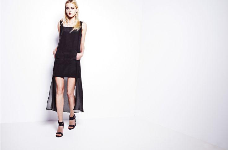 Długa sukienka z krótkim przodem.