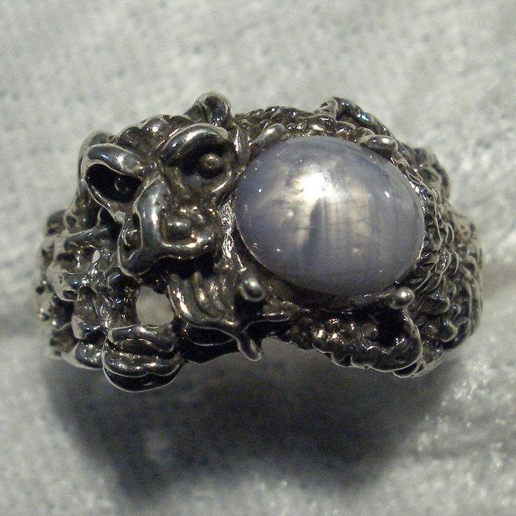 Silver Gray Natural Star Sapphire Dragon Ring, Hand Crafted Recycled Sterling Silver de PaulTheJeweler en Etsy https://www.etsy.com/es/listing/475138314/silver-gray-natural-star-sapphire-dragon