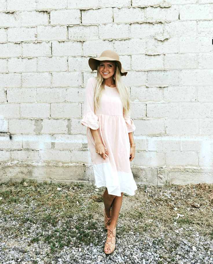 Summer dress. Floppy hat outfit.