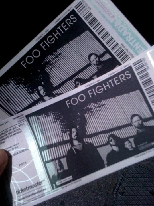 3horazas de concierto, si señores ¡FOO FIGHTERS se salieron! Incluimos en el enlace más imágenes del concierto  http://www.nvivo.es/conciertos/Foo+Fighters-Madrid    Y podemos decir que esperar en pleno sol la kilométrica cola para estar tan cerca, mereció la pena ¡Ojo al video, al ladito de Grohl que estuvimos! http://vimeo.com/26155752