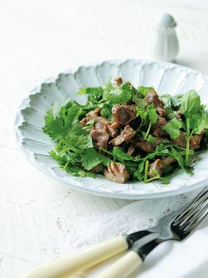 【ELLE a table】砂肝ソテーのせ香菜とクレソンのサラダレシピ|エル・オンライン