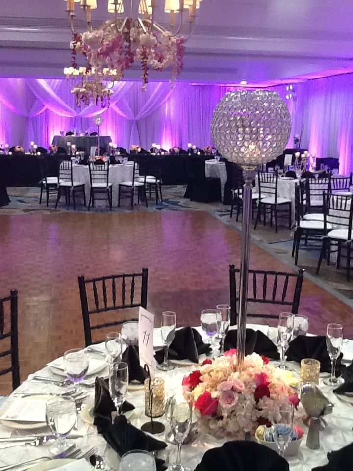 Let The Crowne Plaza Crystal City Host Your Next Wedding