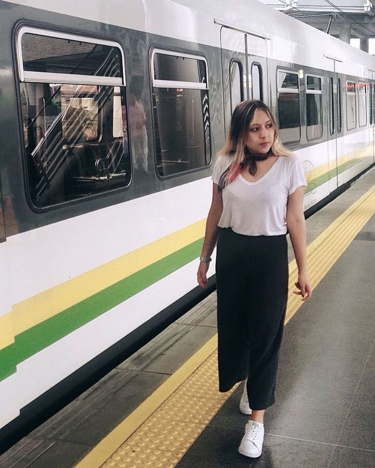 ¡Is a solution! #culottespants #metro #subway #medellin #Colombia #ootd #walking #morning #sunday #subwaystation