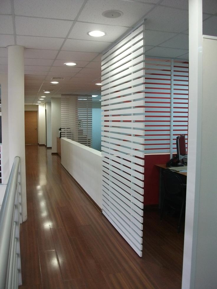 Zona segundo piso con trabajo de treillage para delimitar una zona de trabajo con otra.